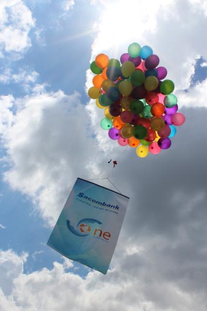 Khi trái bóng cuối cùng của đường dẫn đến đích cũng là lúc biểu tượng của S-One được bay lên bầu trời trong niềm vui và bất ngờ của tất cả các thành viên.