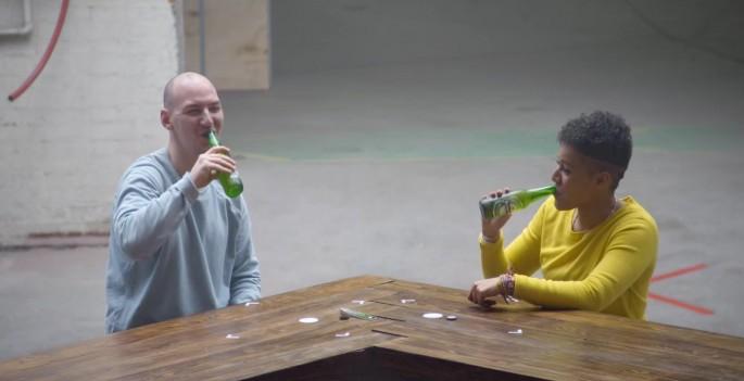 Heineken giai quyet bat dong bang mot chai bia.2