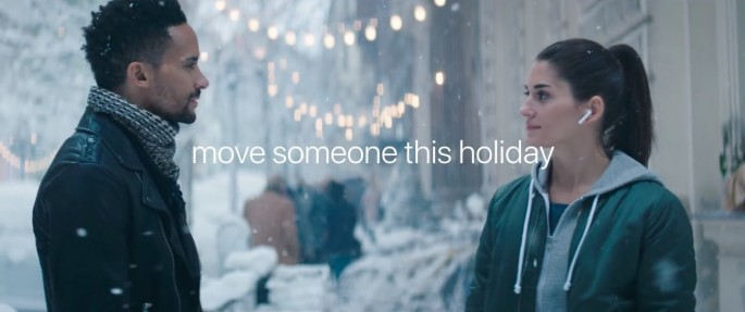 Apple-2017-holiday-ad-AirPods-003