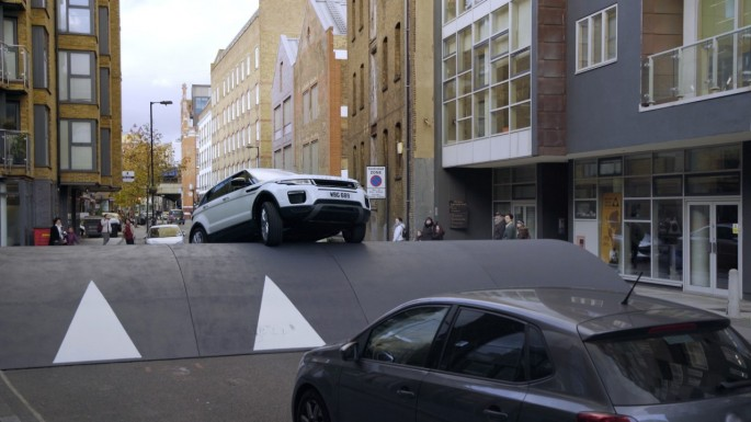 Range Rover Evoque Stunt – Speed Bump 01